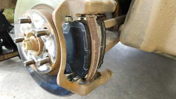 Bosch-923h-brake-pads-on-a-Toyota-Corolla.jpg