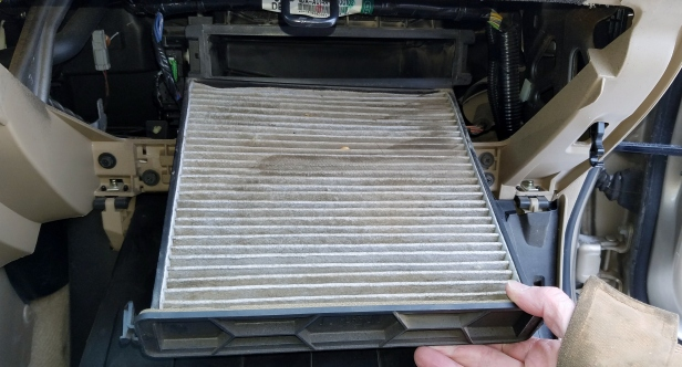 honda-accord-remove-dirty-cabin-air-filter