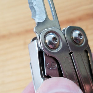 leatherman-wingman-blade-locking-mechanism