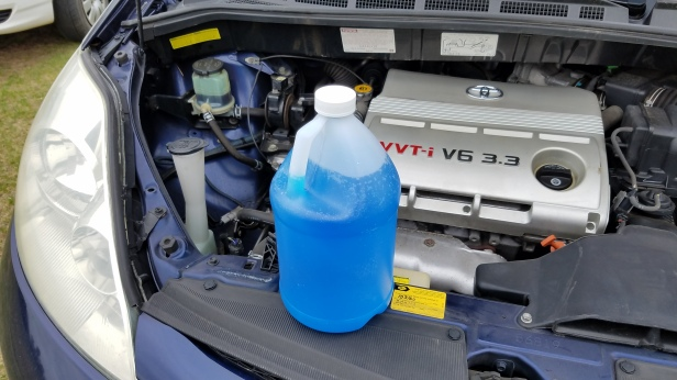 01-How-to-add-windshield-washer-Fluid-to-a-Toyota-Sienna