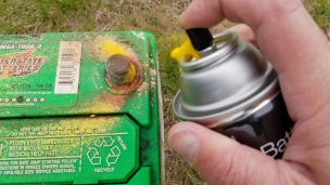 19-Spray-Corroded-Battery-Terminals (1024x576)