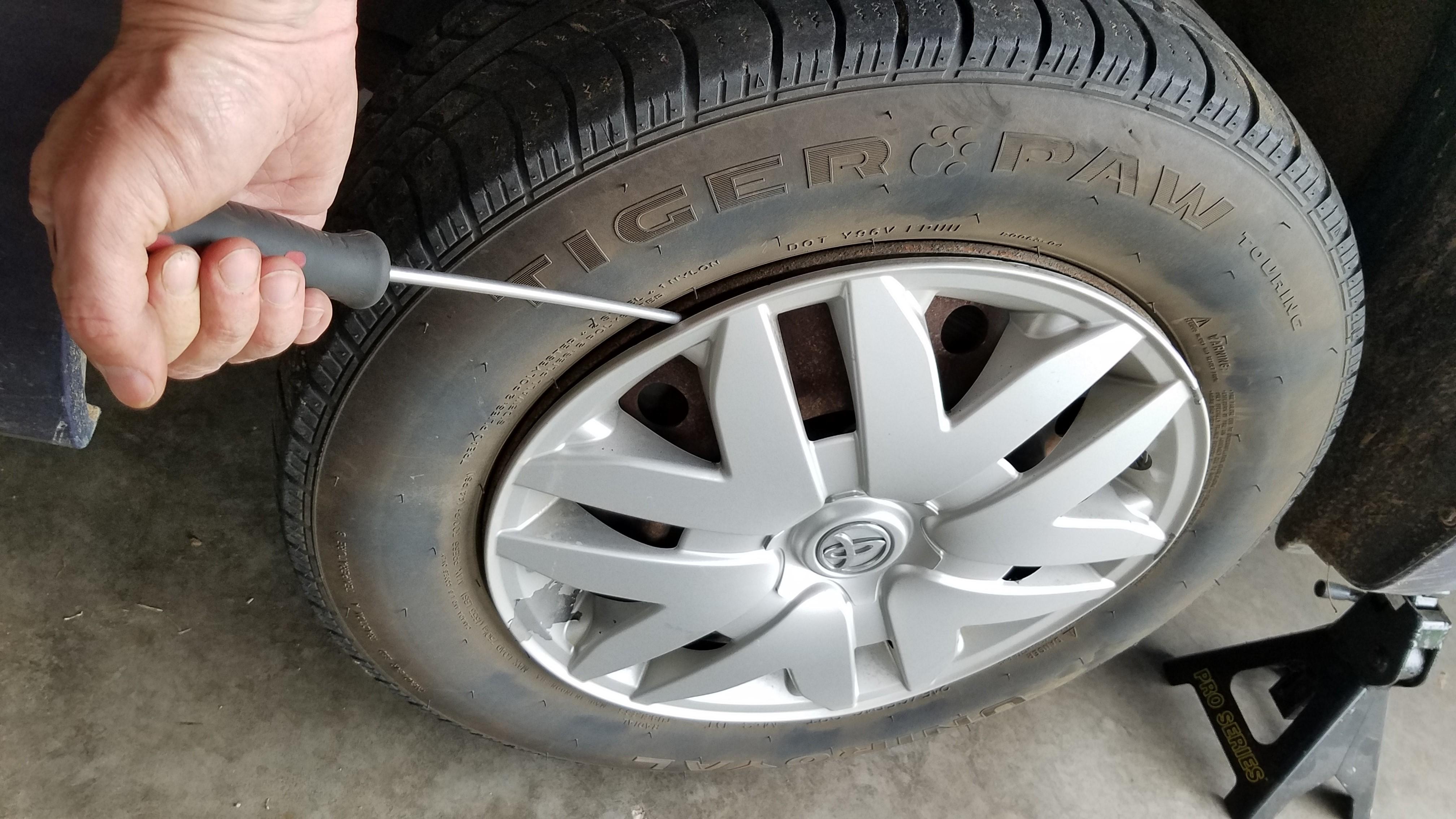 002-pry-off-hubcap
