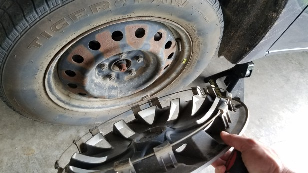 003-remove-hubcap