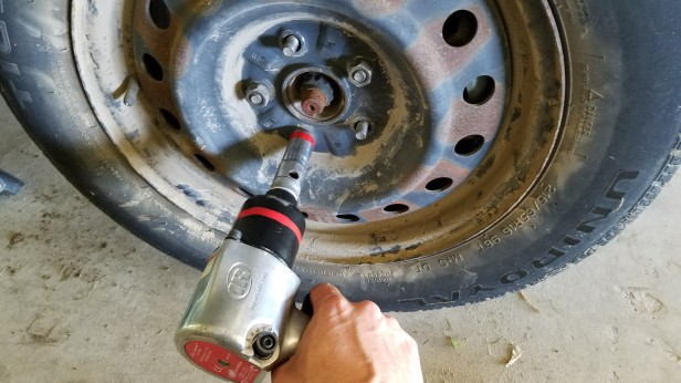 009-sienna-removing-lug-nuts