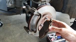 014-brake-pad-removed