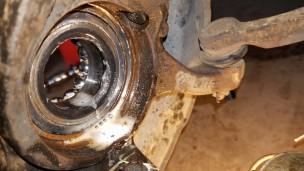 062-lubricate-inner-part-of-bearing