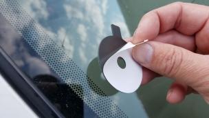 05-remove-sticker-from-rubber-pad