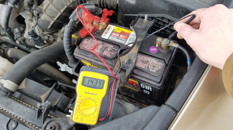 Car Battery Voltage >> How To Diagnose A Bad Car Battery Practical Mechanic