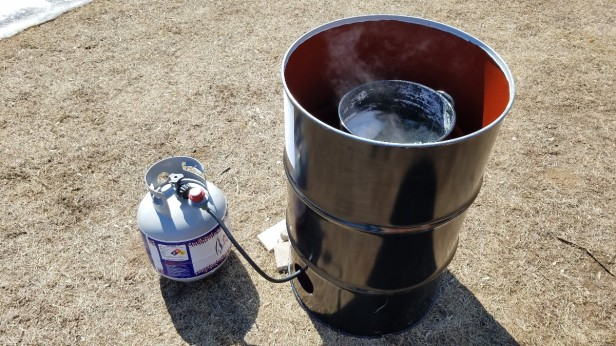 03-maple-syrup-boiling-propane-turkey-broiler-50-gallon-drum-wind-break