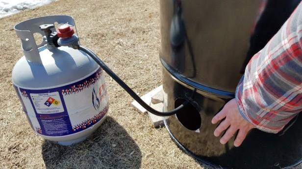 06-maple-sap-boiling-setup-propane-heat