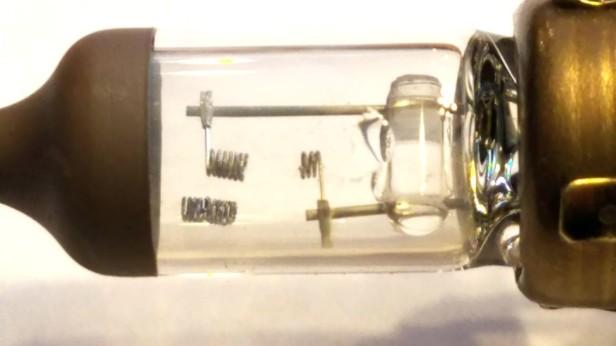 24-9006-lightbulb-burnt-out-filament-honda-accord