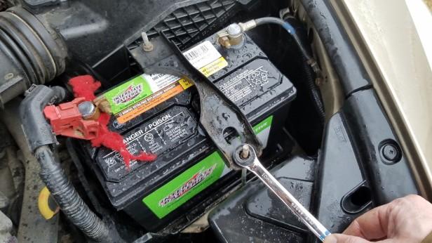 30-tighten-battery-holder-10mm