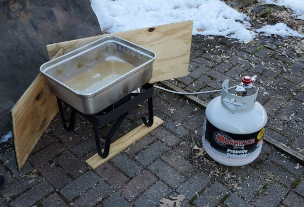 Boiling-Maple-Sap-over-a-turkey-fryer-pan