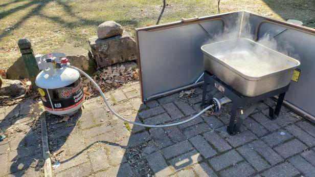 boiling-maple-syrup-outside-propane-burner