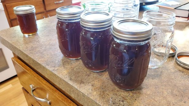 Canning-maple-syrup-ball-jars