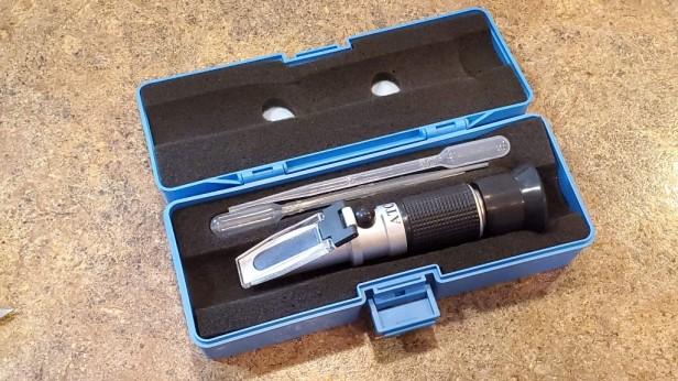 Refractometer-in-case