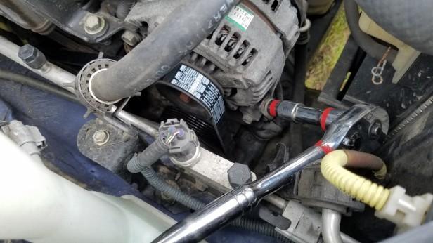 23-tighten-tensioner-bolt