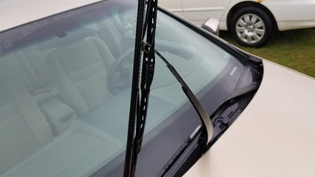 02-remove-old-wiper-blade