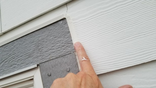 04-smoothing-caulking-around-outdoor-window-trim