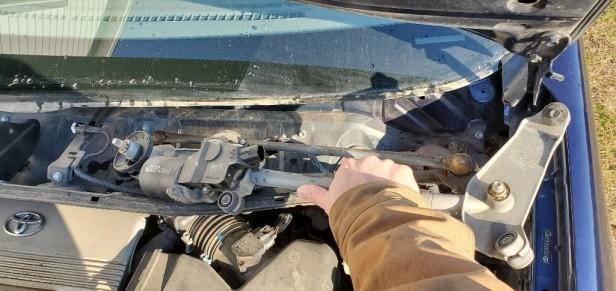 013-remove-wiper-motor