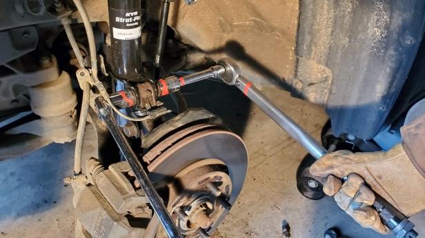 050-torque-strut-bolt-nut