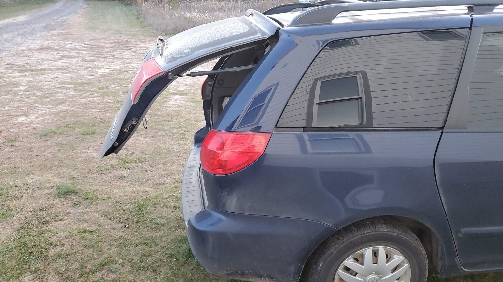 Toyota Sienna liftgate hatch won't open all the way. Struts have lost their compression.