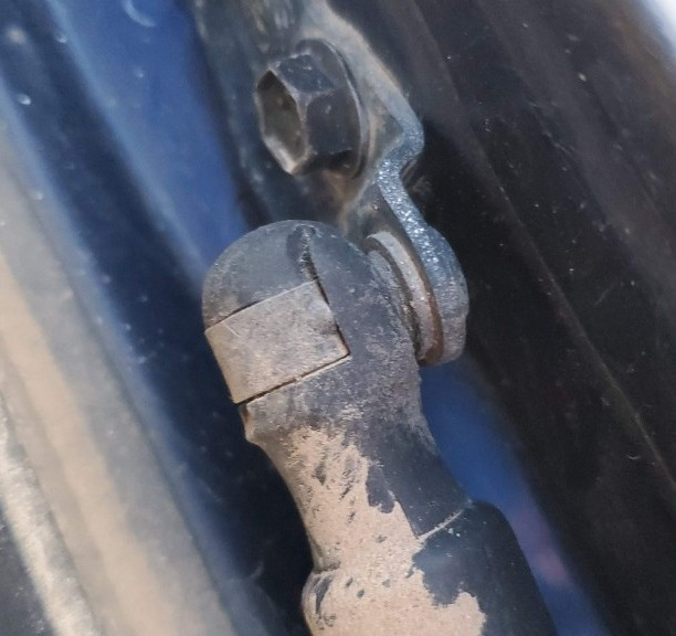 14-old-tailgate-strut-lower-connection-point