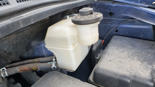 Sienna-brake-fluid-reservoir
