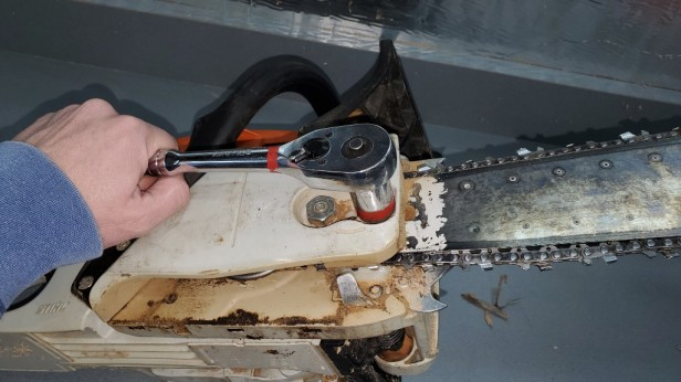 02-stihl-ms291-chain-removal