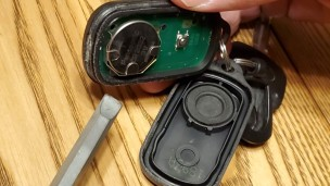 key-fob-opened-up-toyota-battery-exposed