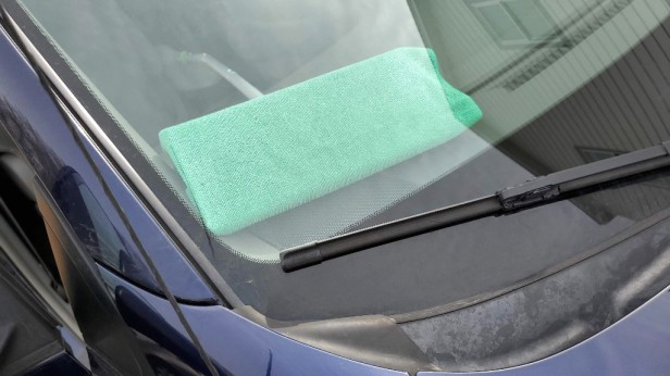 cleaning-windshield-from-the-inside