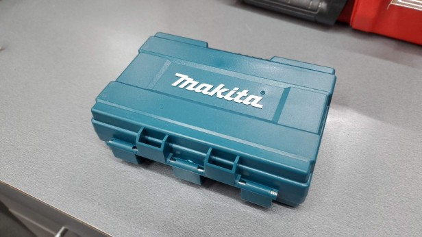 Makita-quarter-in-drill-bit-set-case