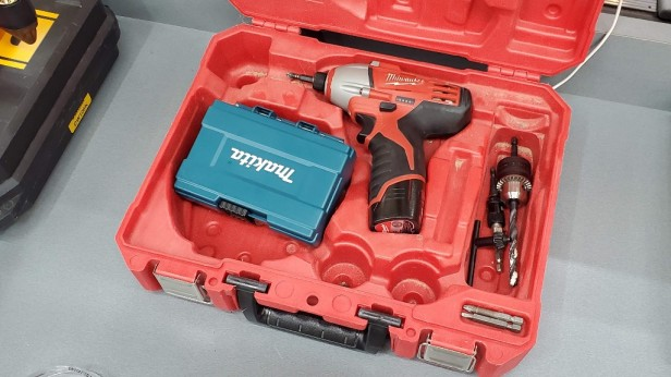 Milwaukee-Drill-in-Case-with-Makita-Drill-Bits