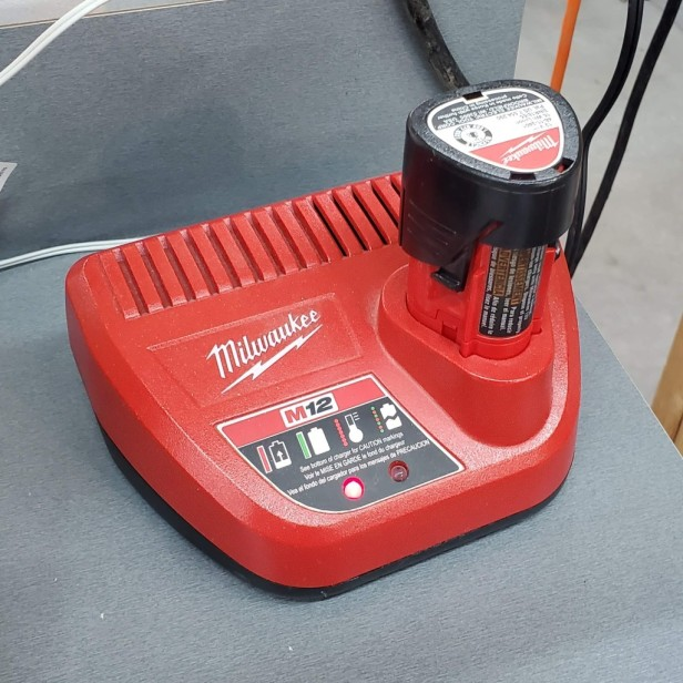 Milwaukee-M12-Battery-Charger