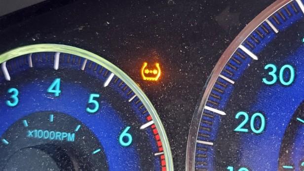 Flat-Tire-Light-TPMS-Toyota