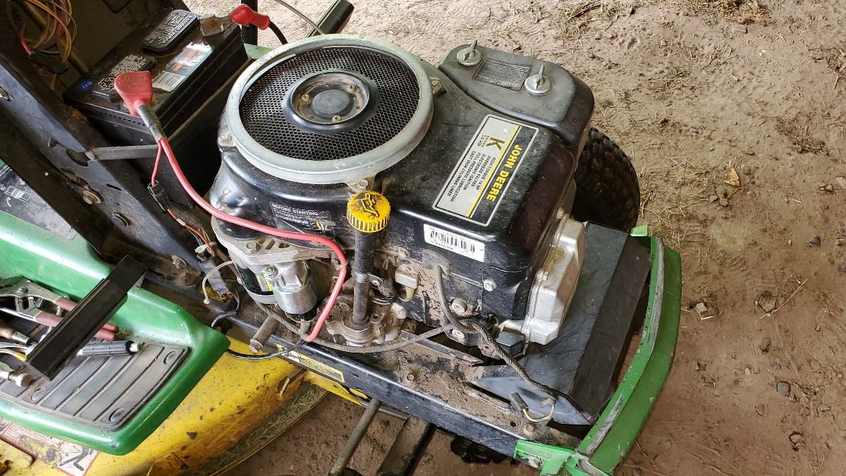 John-Deere-LX172-Lawn-Tractor-Engine