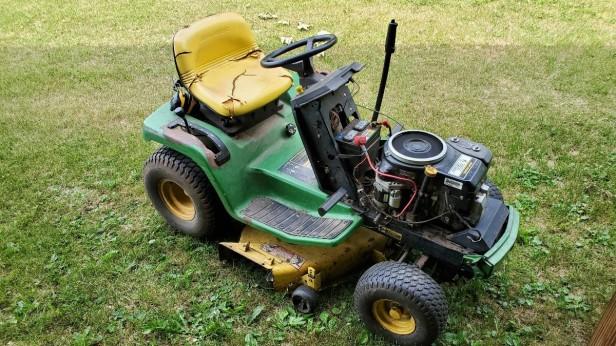 John-Deere-LX172-Lawn-Tractor
