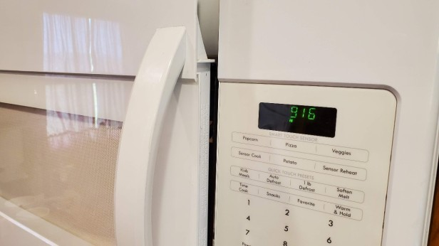 01-microwave-door-wont-latch-closed