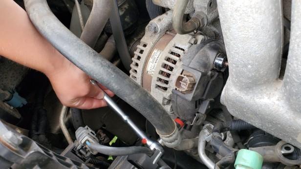 16-remove-mounting-bolt-alternator-honda-accord