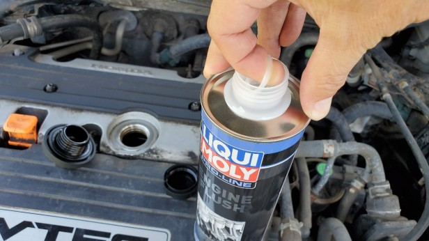 04-open-can-of-LiquiMoly-Honda-Accord