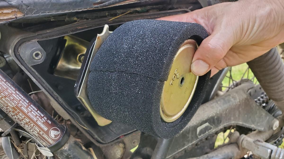09-install-air-filter-xl100s-honda-motorcycle