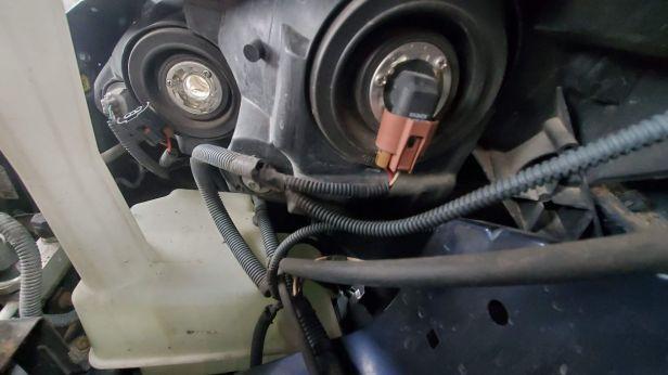 02-locate-headlight-bulb-under-hood-sienna