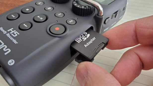 14-Zoom-H5-SD-card-Slot