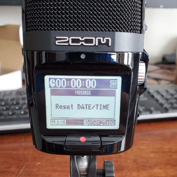 Screen of the Zoom H2n Date and Time Reset