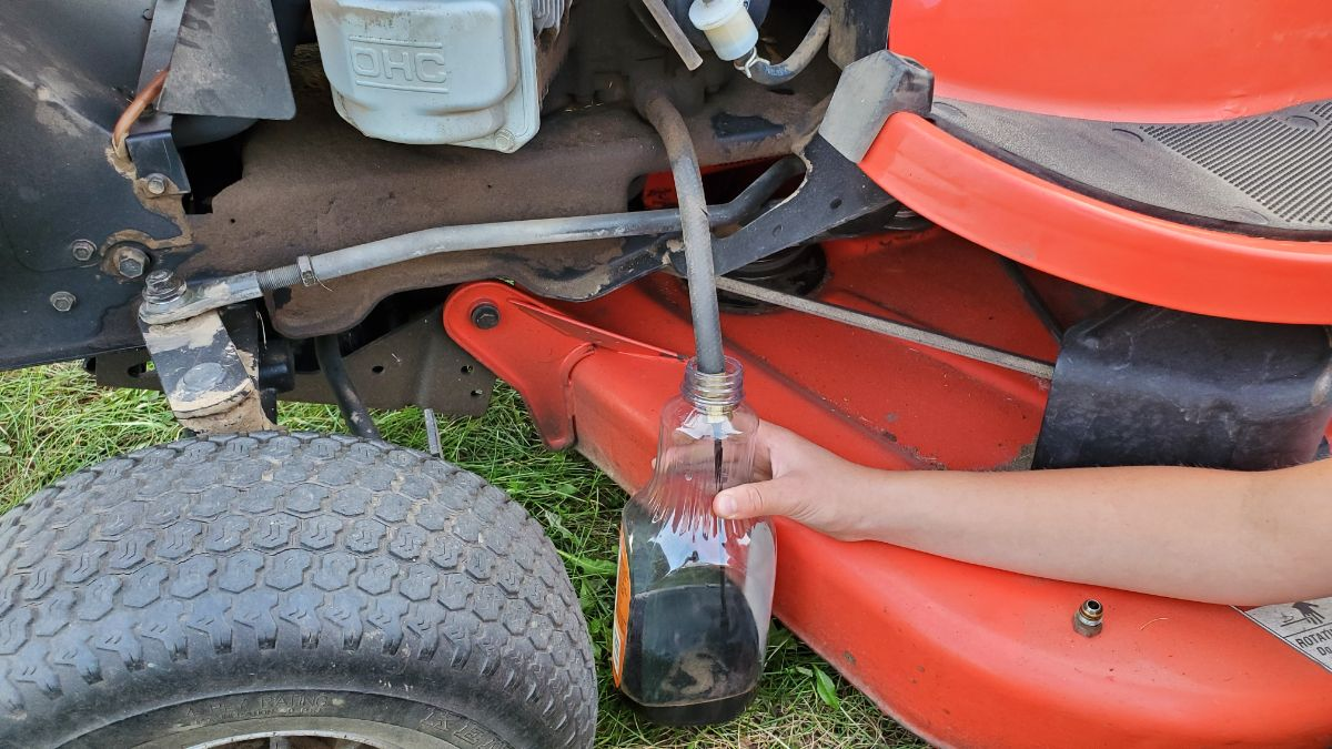 Draining the oil from a Simplicity Lawnmower