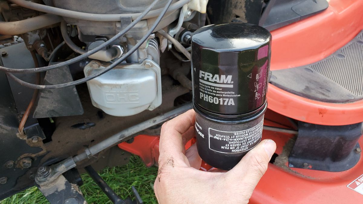 Fram PH6017A Oil Filter lubricating the seal