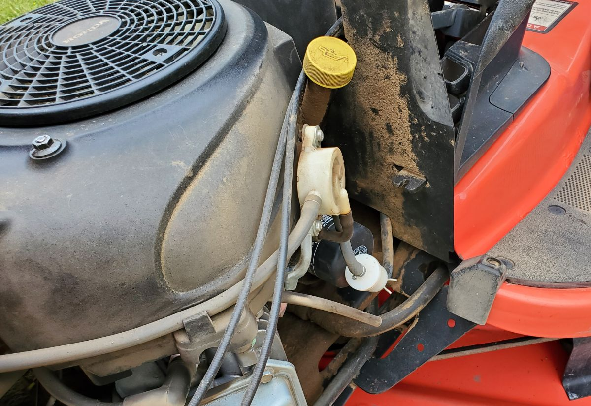 Position of Oil Fill, Filter, Drain on a Simplicity Lawn Mower Broadmoor