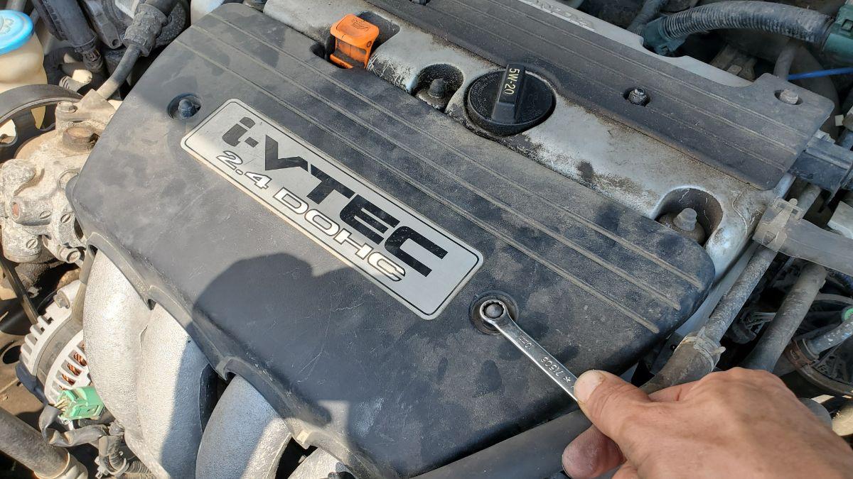 Honda Accord engine cover installation