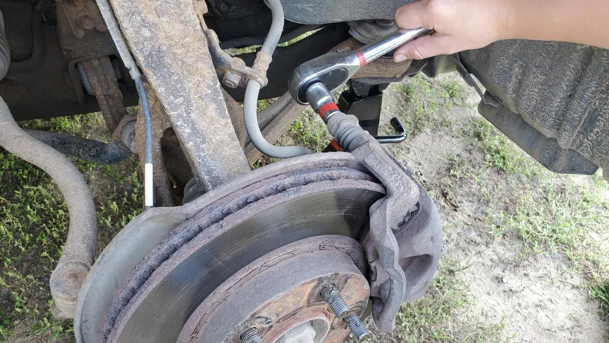Removing the brake caliper from a Honda Accord