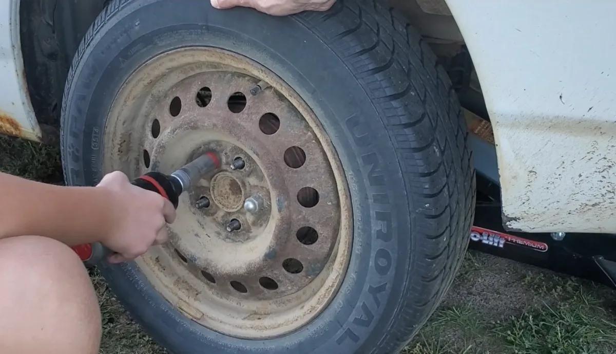 Remove Tire Toyota Corolla